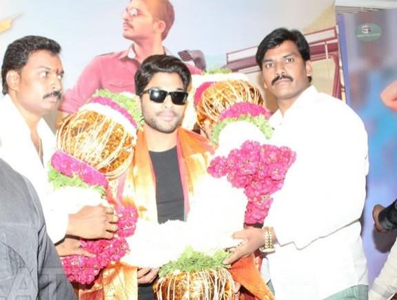 Allu Arjun at Sarrainodu Telugu Movie Promotion in Bangalore