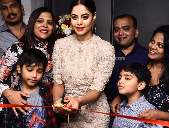 Bindu Madhavi launches Salon Blow at Velachery