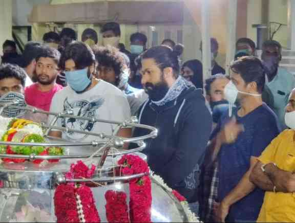 Celebrities pay their last respect To Chiranjeevi Sarja - Kannada Tamil Event Photos