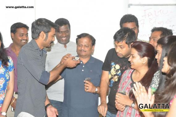 dhanush and k v anand at radio mirchi for anegan telugu promotions 24