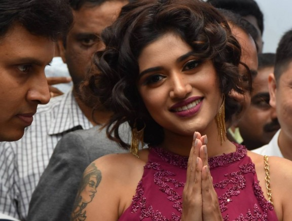 Oviya launched the new Honor9N at Poorvika Mobiles