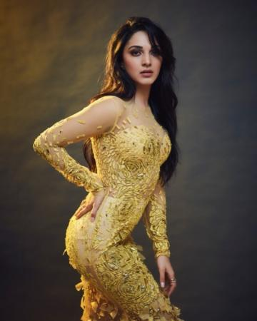 Kiara Advani, who was named the 'hotstepper of the year' at the Film Fare awards, was seen in this wonderful gown that we love - Fashion Models