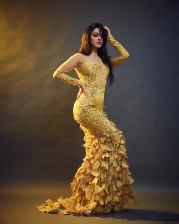 We really want to know where stylist Lakshmi Lehr got this gown - just look at the work on the mermaid cut skirt of the gown! - Fashion Models
