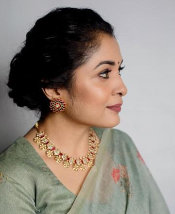 Makeup artist Prakruthi Ananth gave Ramya a rather heavy makeup scheme; we're used to seeing Ramya around with the lesser amount of foundation and blusher - Fashion Models