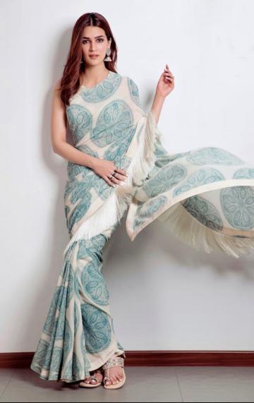 Stylist Sukriti Grover found those beautiful kolhapuris from Aprajit - Fashion Models