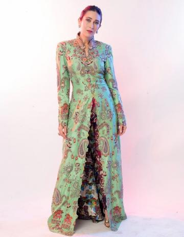 The collared, high slit number has a push-back sleeve and has an engaging print of embroidery designs - Fashion Models
