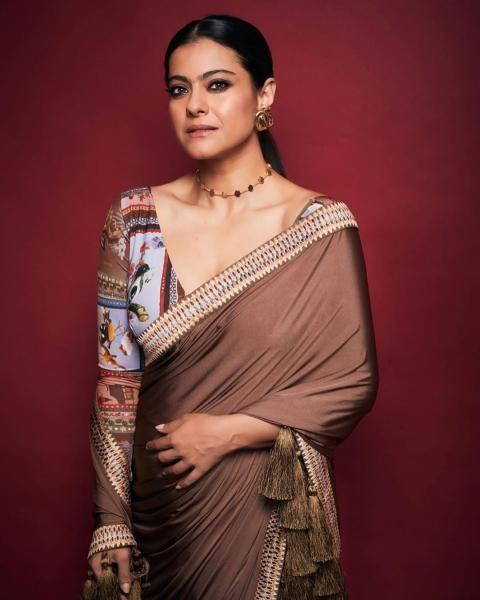The saree has been perfectly paired with the contrasting printed blouse - Fashion Models