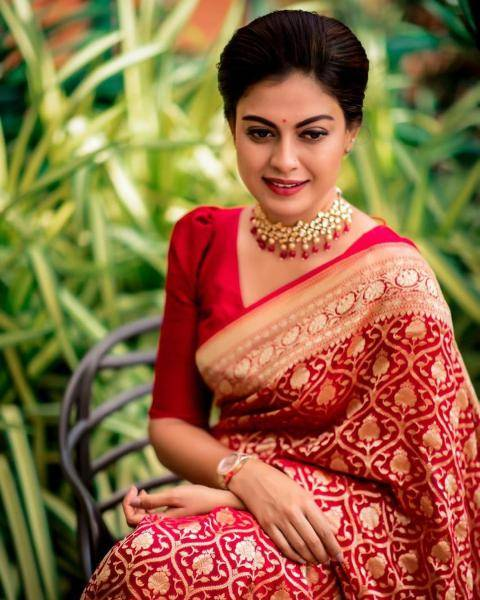 The kunthan necklace that Anushree is wearing suits the feel of the look as much as the little red pottu - Fashion Models