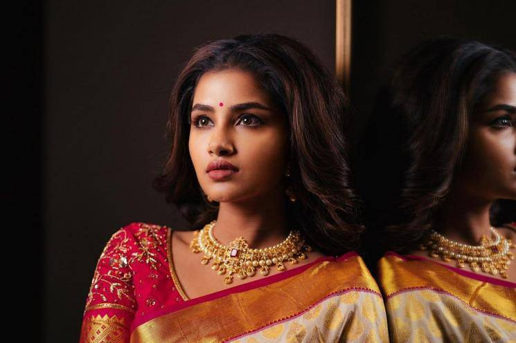 Anupama Parameswaran was recently seen in this traditional saree in a becoming white-pink combination - Fashion Models