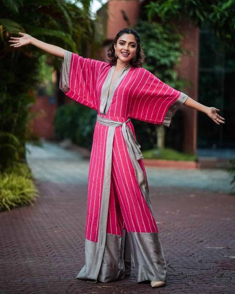 The one-side wrap kaftan jumpsuit in a Bandhini stripes print is a cool choice - Fashion Models