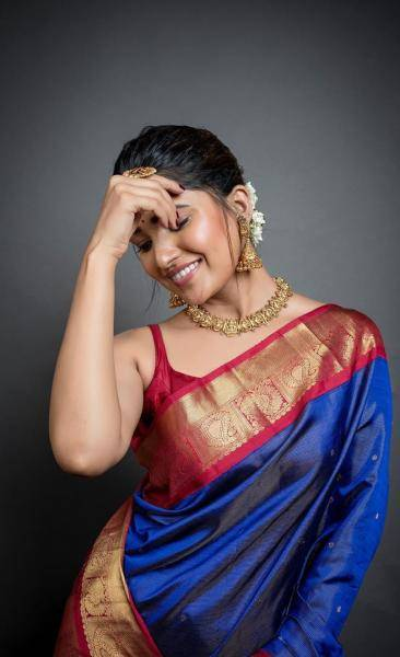 Vani Bhojan, whose debut in the big screen will happen in a month, was seen winning hearts in this traditional pattu saree and blouse from designer Swapna Reddy - Fashion Models