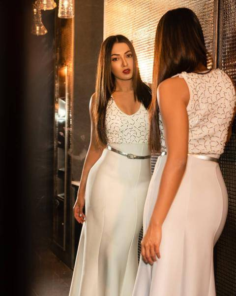 Stylist Archa Mehta decided to pair it with a thin silver belt  - Fashion Models