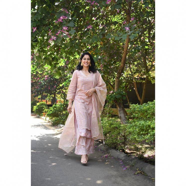 The Baby pink V-neck kurta and straight parallel pants of the same colour is set off well by the tulle shawl with tassels - Fashion Models