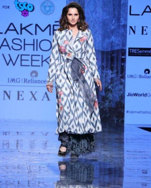 The long coat with a tie-belt is in a wonderful print and looks comfortable too - Fashion Models
