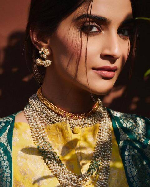 The lady is wearing jewellery from Sunita Kapoor: We love almost every piece!  - Fashion Models