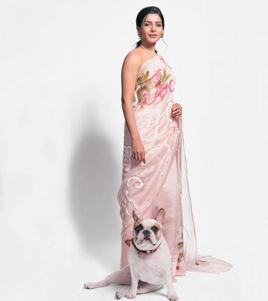 We've already seen on Kareena Kapoor Khan last year in a slightly different shade - neverthless, this saree is custom - Fashion Models
