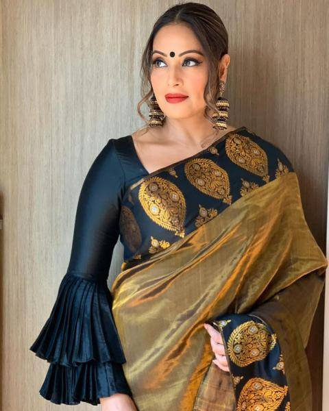 The traditional Assamese Mekhla Chador from designer Sanjukta Dutta is in black and gold and looks amazing - Fashion Models