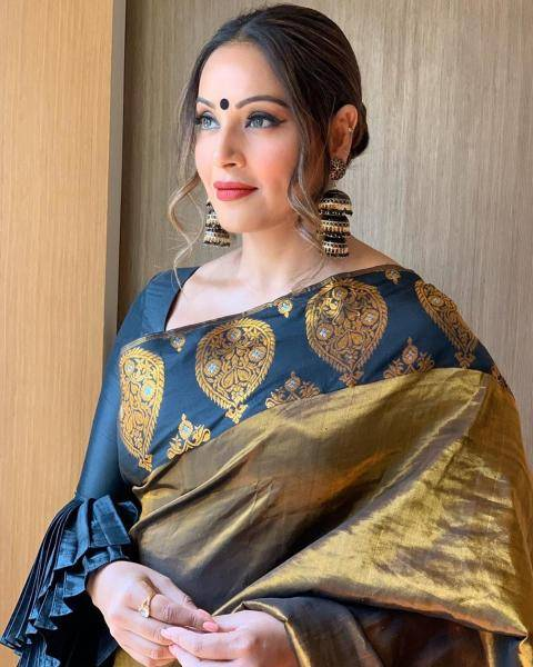 We also love the tiered dangler earrings that Bipasha is sporting - Fashion Models
