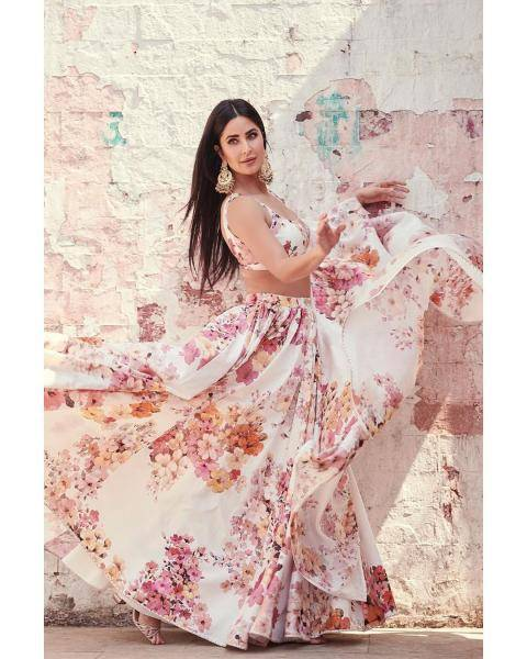 The pink flowers that almost look like sakura are very becoming and the shade of pink flatters Katrina's complexion - Fashion Models