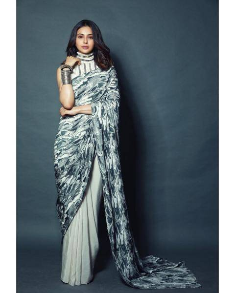 The wave-like print on the monochrome saree is very appealing, so is its flowy feel  - Fashion Models