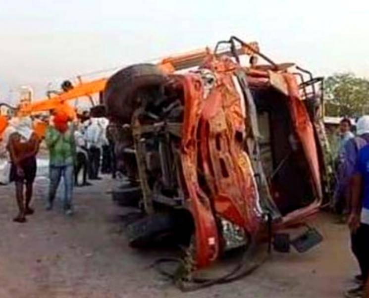 உத்தரப்பிரதேசத்தில் கோர விபத்து.. 24 பேர் பலி..! - Daily news