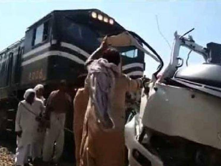 Tragic accident: Train rams into bus carrying Sikh pilgrims... Over 29 killed! - News Update