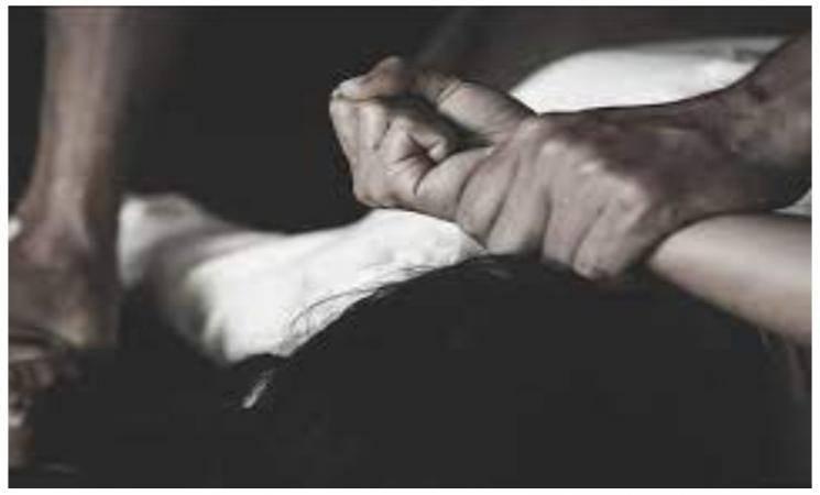15 வயது சிறுமியை பலாத்காரம் செய்து திருமணம் செய்த சாமியார்! 5 ஆண்டுகளாக பாலியல் கொடுமையால் பொங்கி எழுந்த சிறுமி.. -