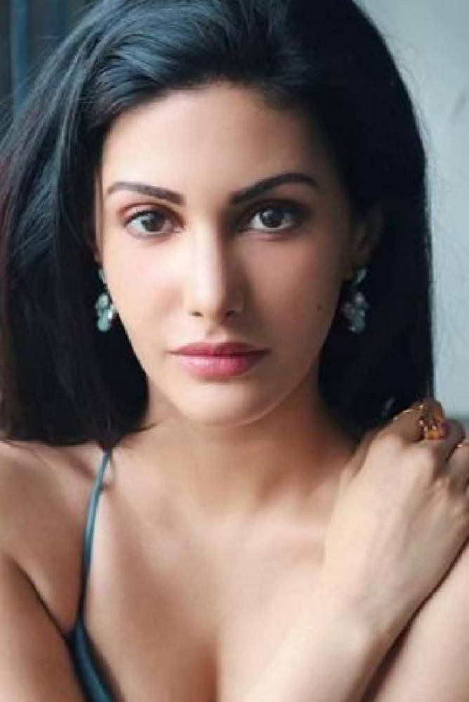 Amyra Dastur - Tamil Photos Stills Images