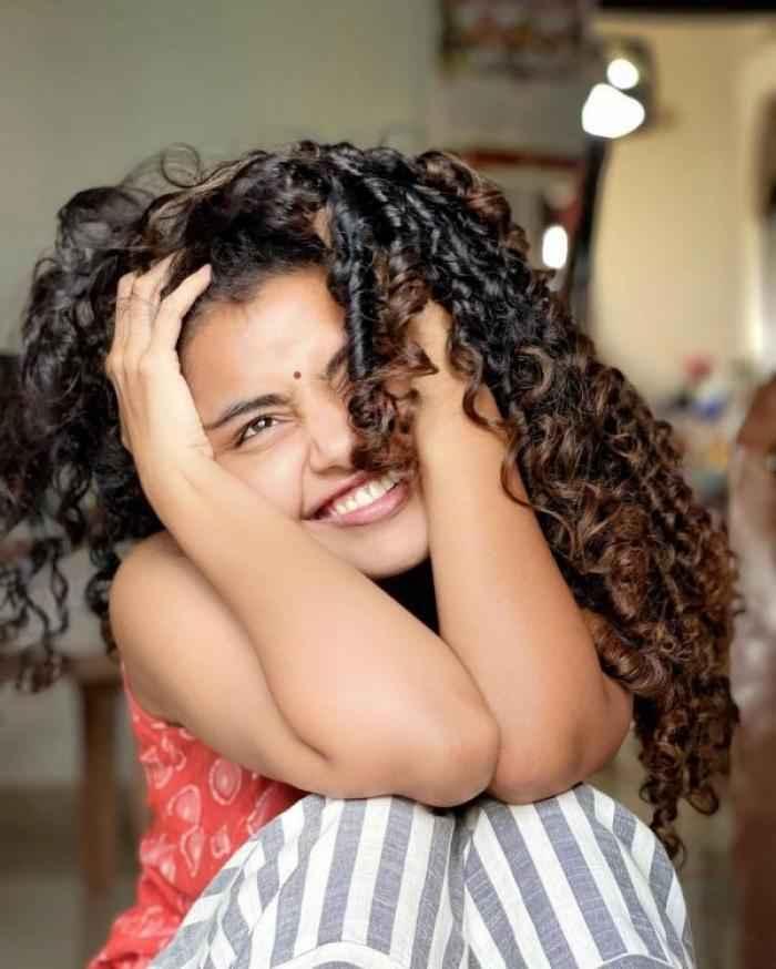 Anupama Parameswaran actress images