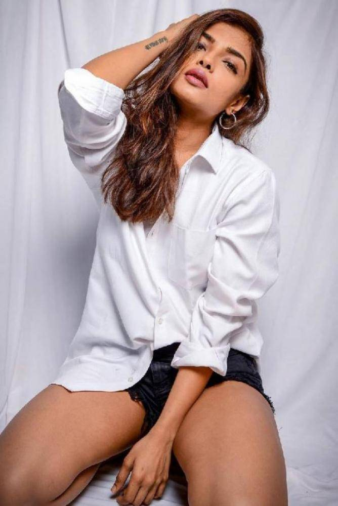 Ashna Zaveri actress images