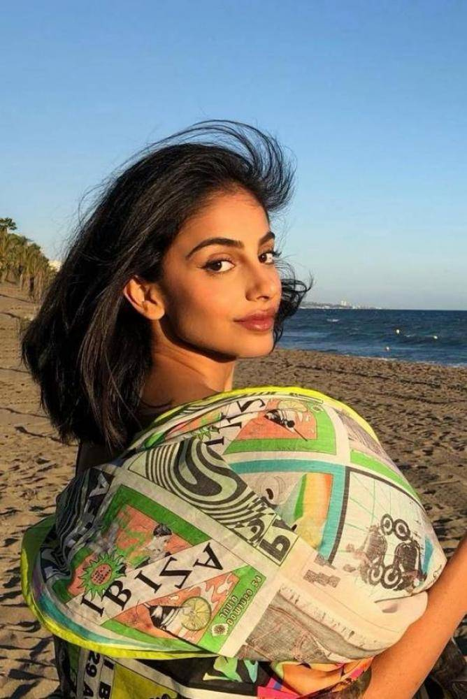 Banita Sandhu - Tamil Photos Stills Images