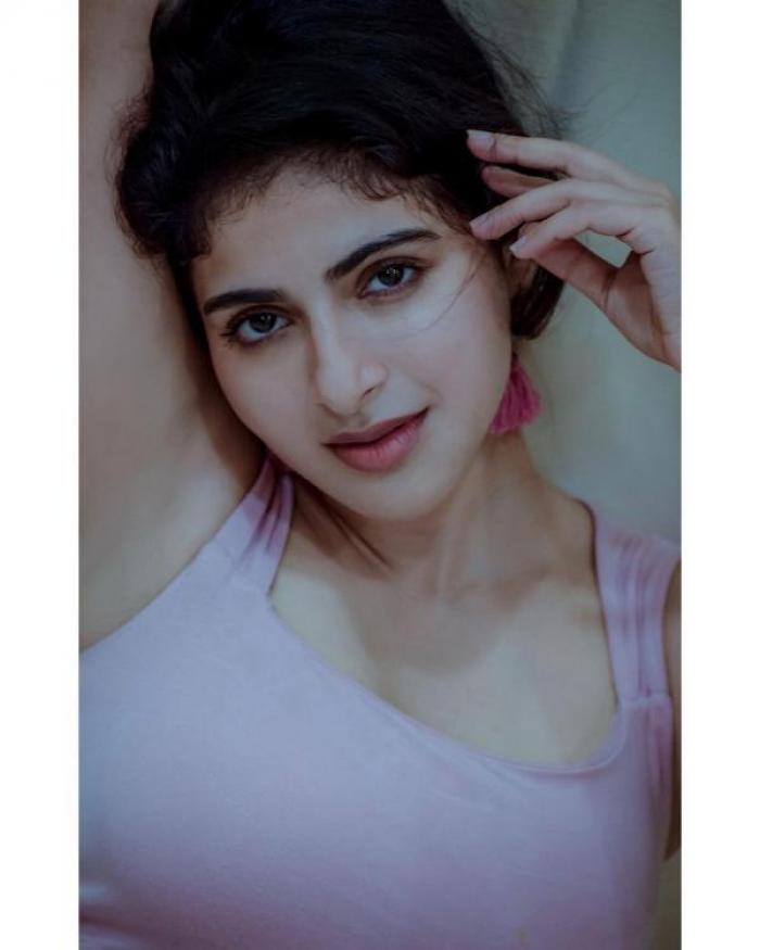 Iswarya Menon - Photos Stills Images