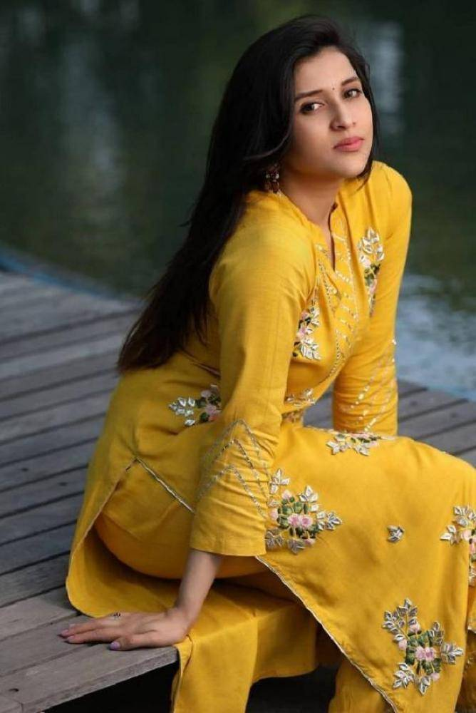Mannara Chopra - Photos Stills Images