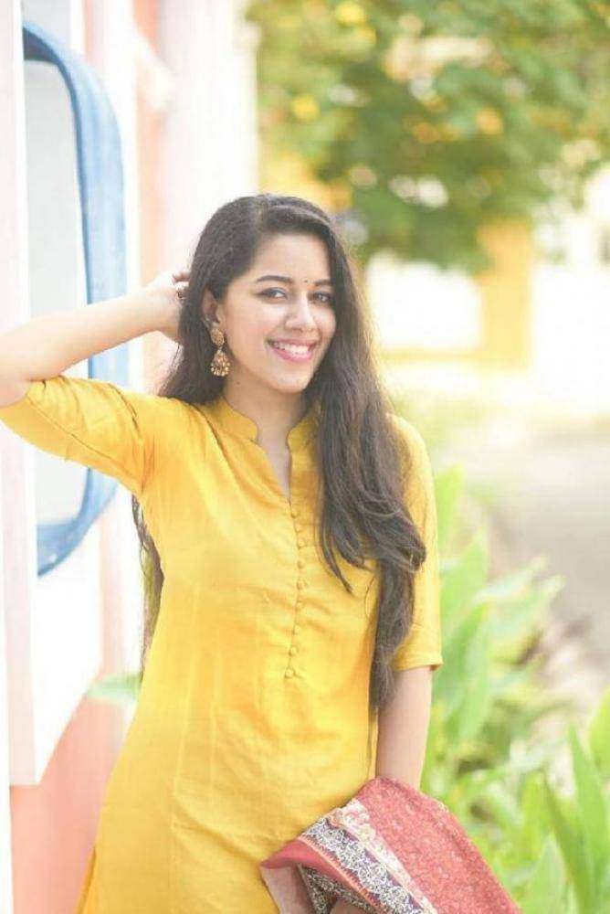 Mirnalini Ravi - Photos Stills Images