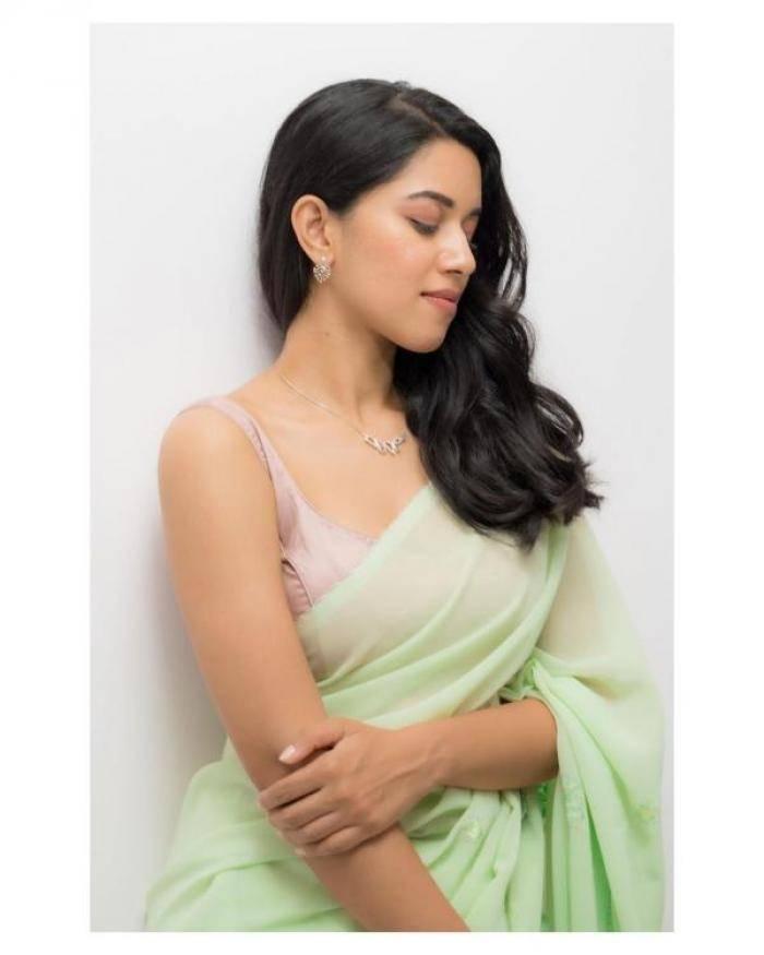 Mirnalini Ravi actress images