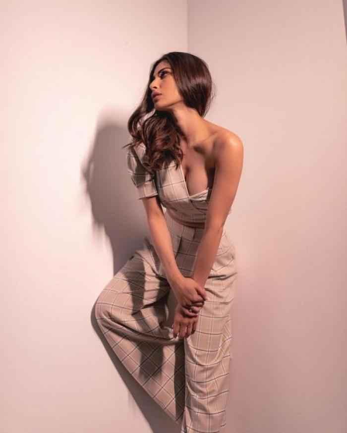 Mouni Roy actress images