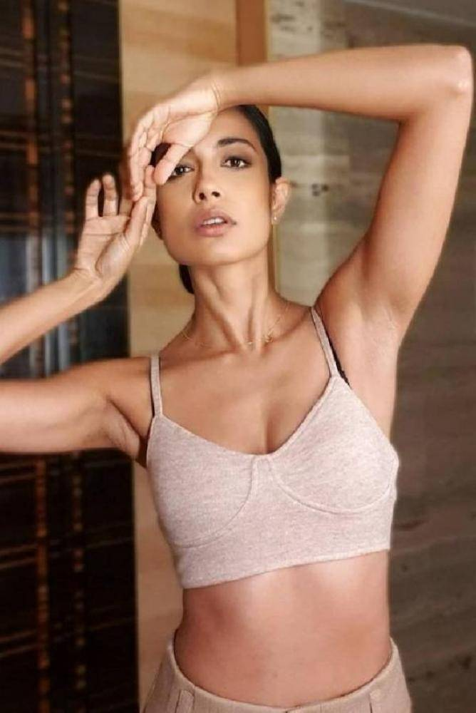 Sarah Jane Dias - Photos Stills Images