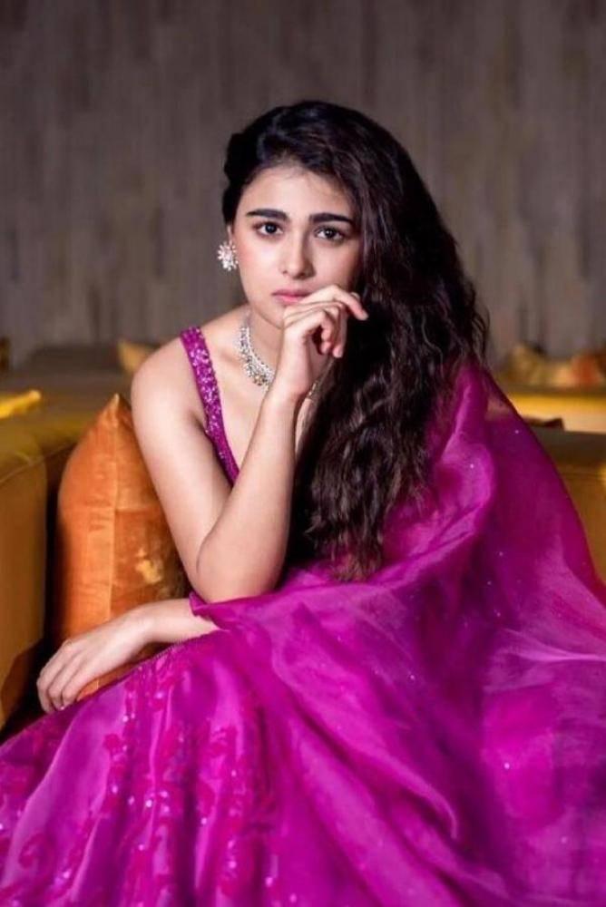 Shalini Pandey actress images