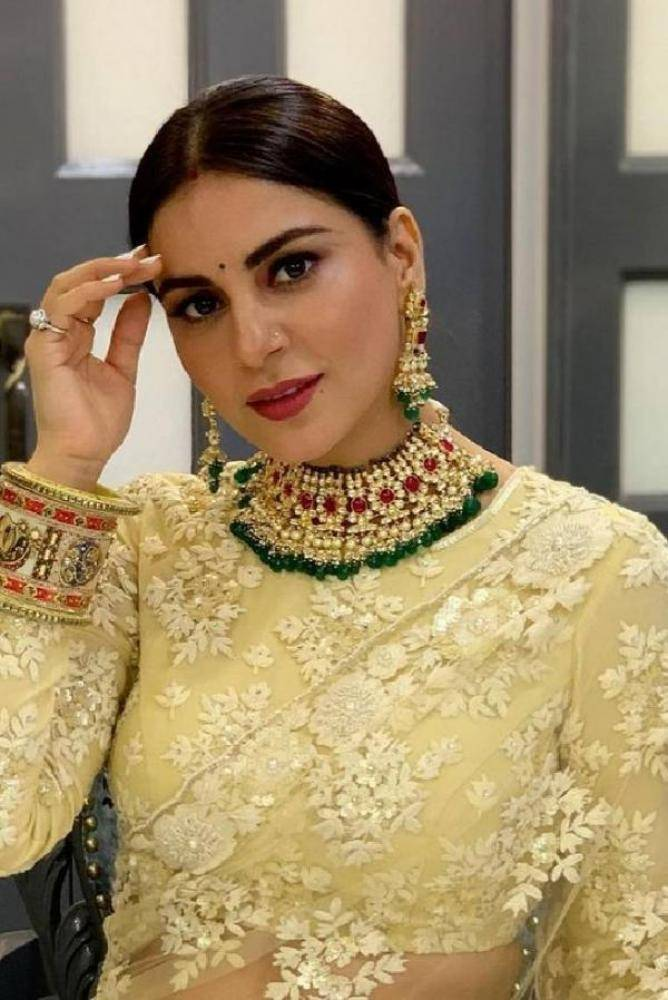 Shraddha Arya - Photos Stills Images