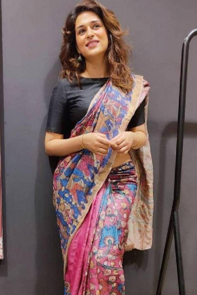 Shraddha Das - Telugu Photos Stills Images