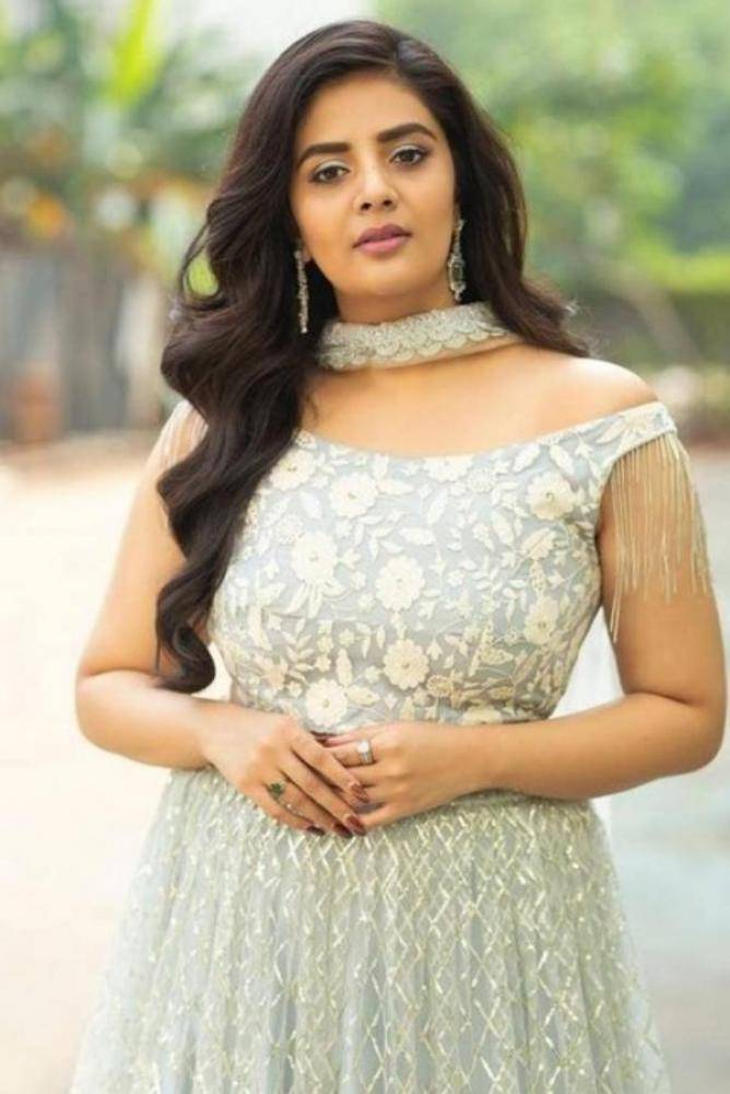 Sreemukhi - Photos Stills Images