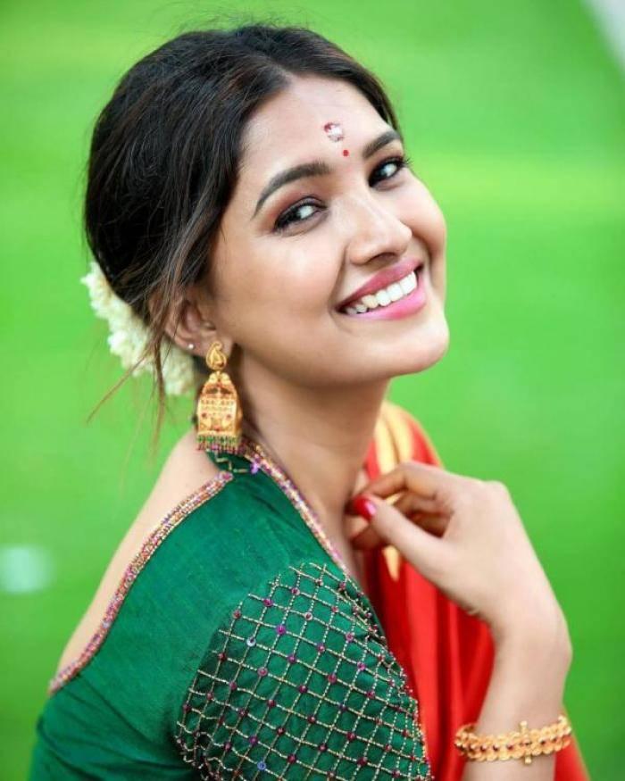 Vani Bhojan - Photos Stills Images