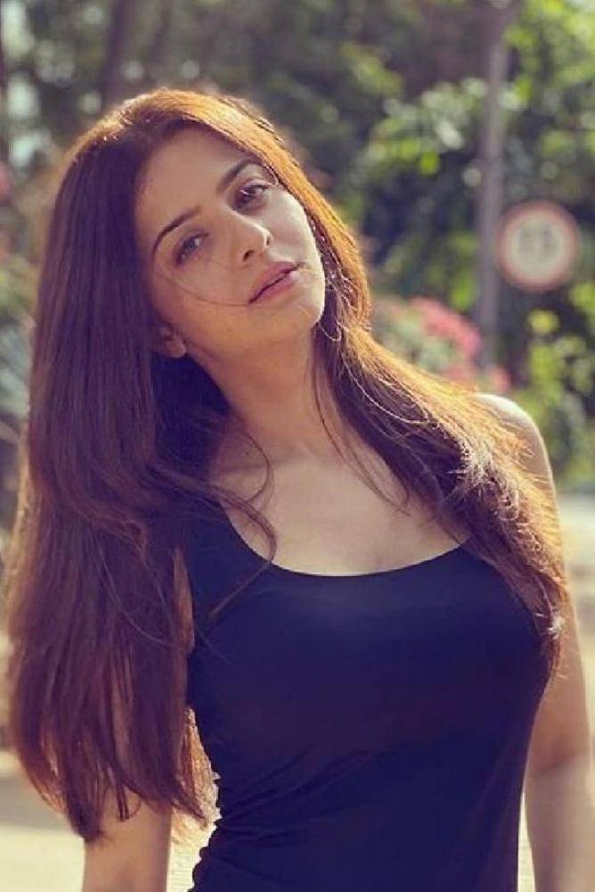 Vedhika - Photos Stills Images