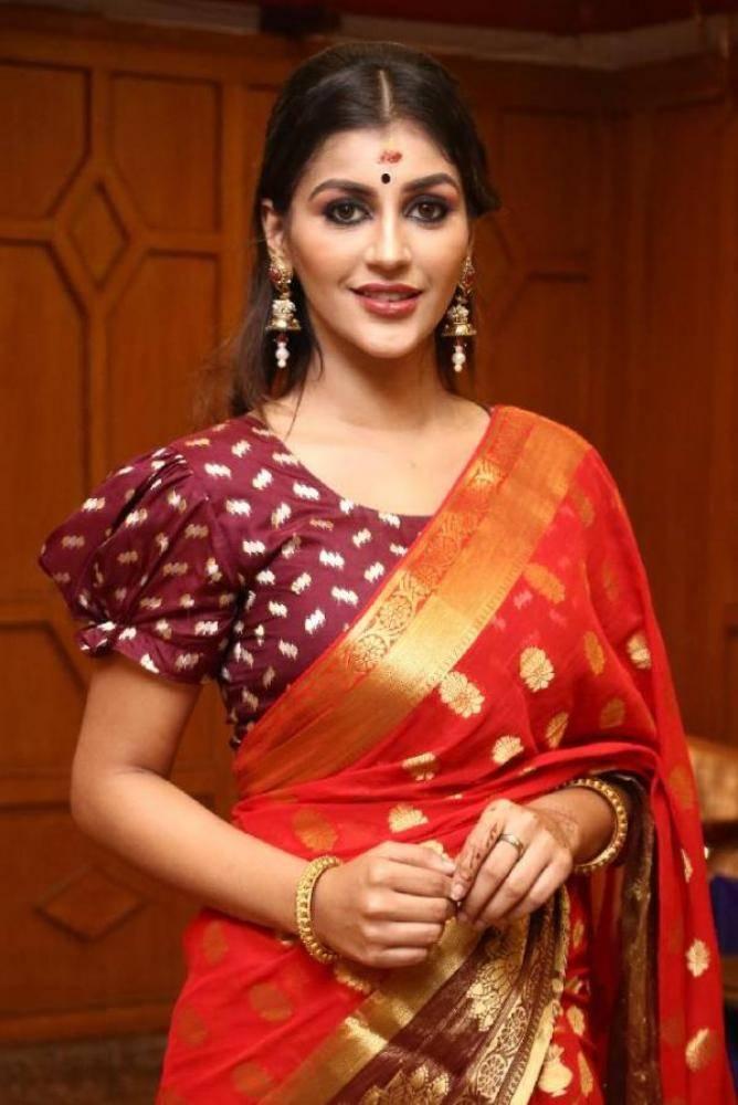 Yashika Aannand - Tamil Photos Stills Images