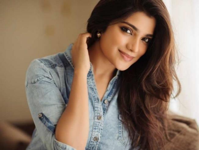 Udhayanidhi Stalin Kannai Nambaathey Movie Aathmika Heroine Sam CS Music Mu Maran Direction - Tamil Movie Cinema News