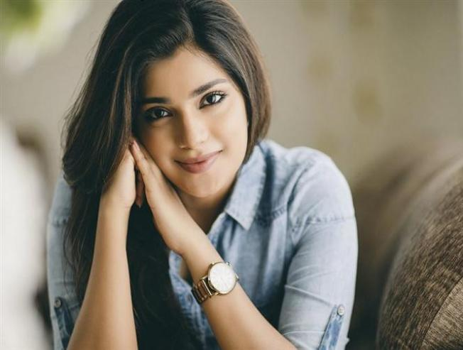 Aathmika Trolled On Social Media Gives A Fitting Reply To Haters - Tamil Movie Cinema News