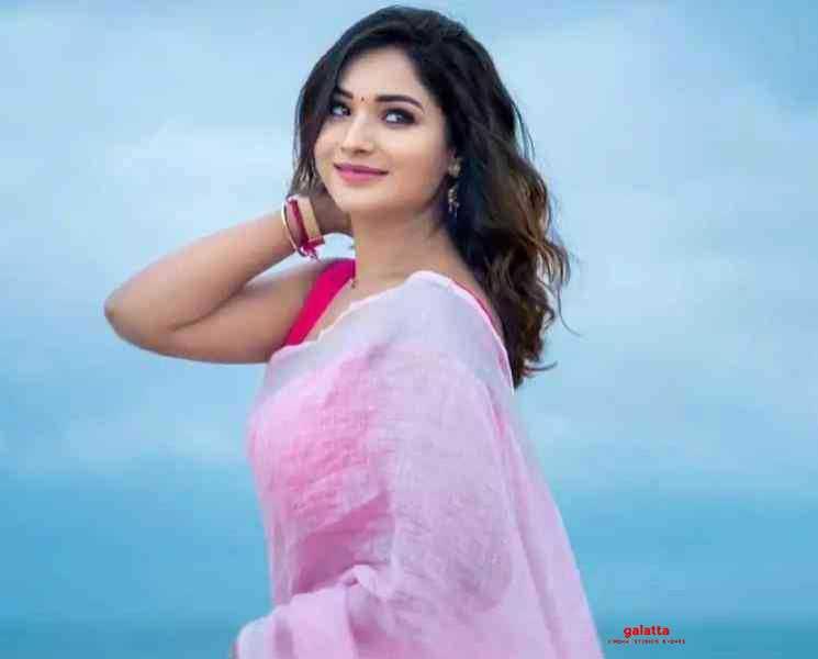 சோசியல் டிஸ்டன்ஸிங்கிற்கான டிரஸ் இதுதான்... ஆயுத எழுத்து சரண்யா பதிவு ! - Latest Tamil Cinema News