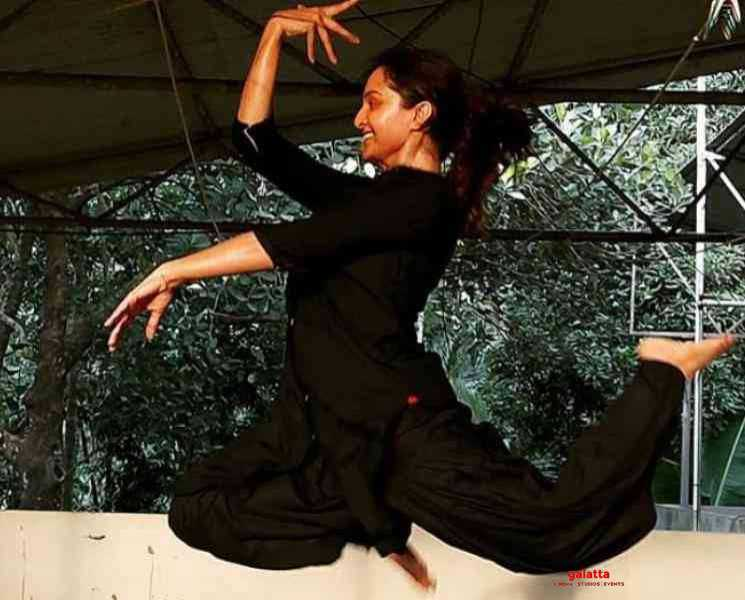 டான்ஸர்களுக்கு பறக்க இறக்கைகள் தேவையில்லை ! மஞ்சு வாரியர் செய்த பதிவு - Latest Tamil Cinema News