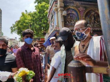 Simbu's temple visit pictures go viral - fans in peak excitement mode!