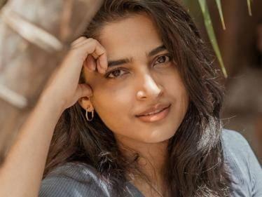 dikkiloona anagha with citizen director in meendum movie first look